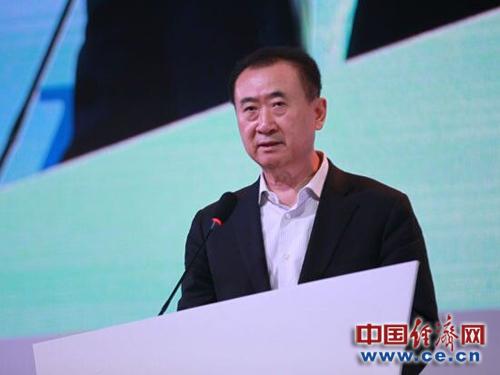 王健林旗下AMC院线破产传闻导致股价大跌 CEO承认现金将用完但报道不实