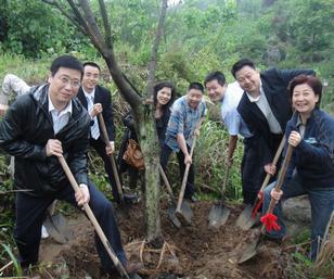 光大永明人寿员工积极参与植树活动