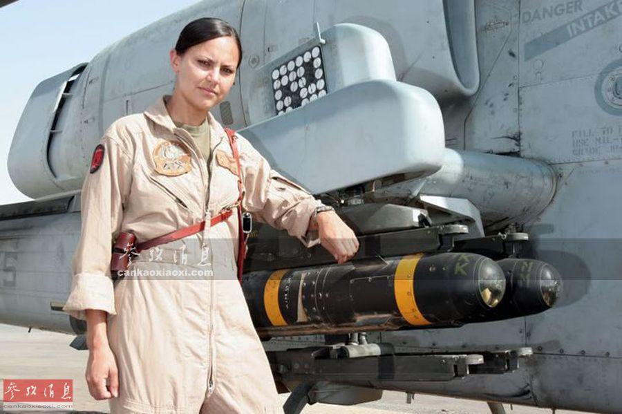 资料图片:美海军女直升机飞行员。(图片来源于网络)