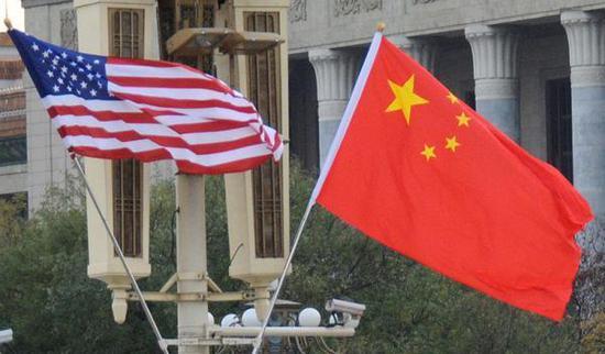 """参考新闻网1月1日报道 美国《国会山日报》网站2018年12月30日发外题为《美国不及以""""让中国出局""""的态度对待中国》的文章称,在面对中国时,嫁祸他人的策略是不走不息的。美国的现在的不该该是""""让中国出局"""",而答该是成为更有活力的、最好的本身。"""