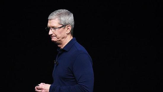 iPhone销量下滑 CEO库克面临史无前例的困境