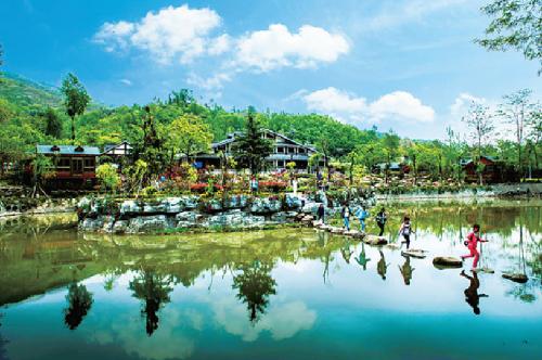 中國鄉村旅游模范村——隴南康縣花橋村。