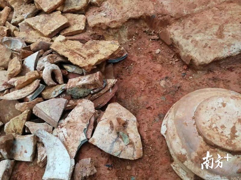 中山大学南校区施工现场挖掘出古墓,知情人士:疑似汉墓