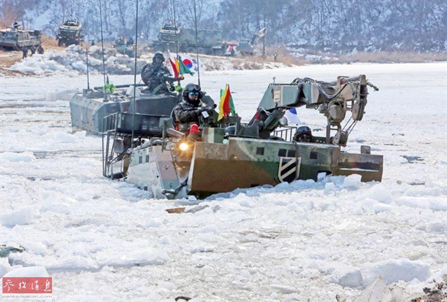 图为正在实习的韩国军人
