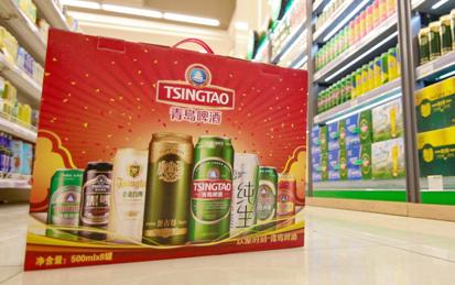 """那么,青岛啤酒""""有一套""""产品和全家福礼盒绝对为你量身打造,各种青岛"""