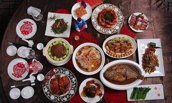 春节的脚步一步快似一步,过年的年味镇日比镇日浓重。今天,吾们都是春节人,吾们一首烹调新年味。