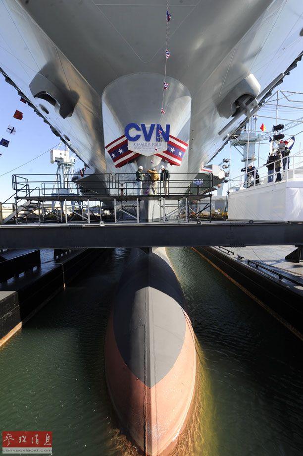 """图为正在建造中的福特级航母2号舰""""肯尼迪""""号。"""
