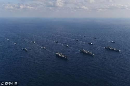 原料图片:2017年11月12日,韩国军方新闻称,三艘美国核动力航母当日通盘进入朝鲜半岛东部海域参与说相符军演。