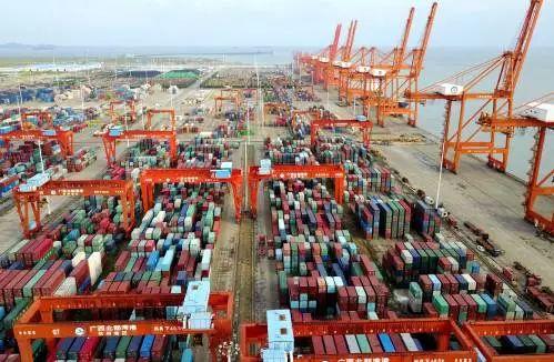 广西钦州保税港区码头(新华社)