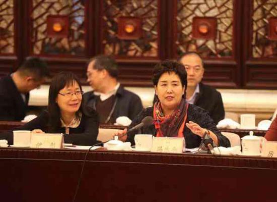 冯乐平代表发言。