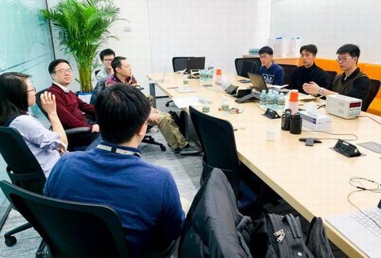 微软专家在独角兽集训中对参赛团队进行专业指导