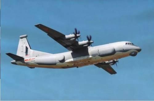 """央视新闻中出现的中国空军新型""""高新""""电子战机视频截图"""