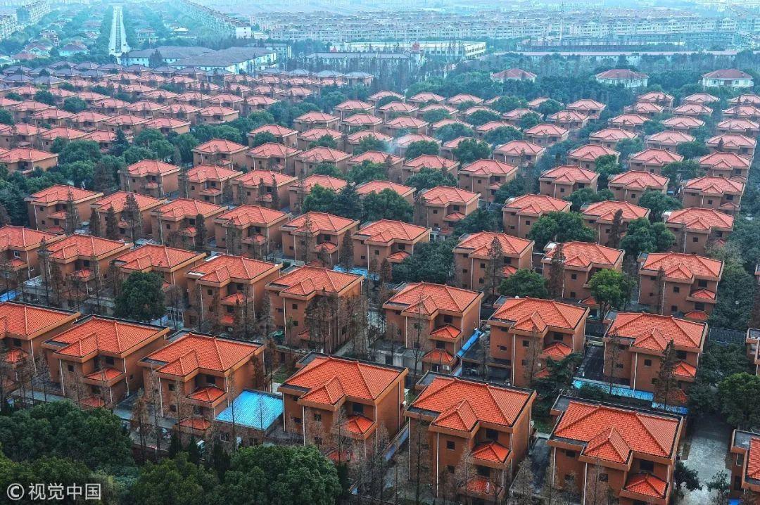 截至2018年3月末,公司下属全资及控股子公司共有294家,其中江苏华西村股份有限公司为1999 年7月在深圳证券交易所挂牌交易的上市公司。
