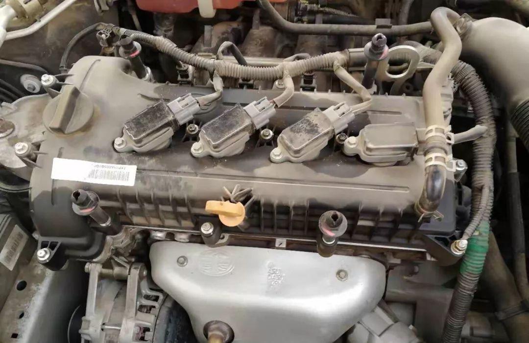 聚焦3·15丨奔腾b50发动机渗油,4s店打胶了事!厂家客服:我们不管