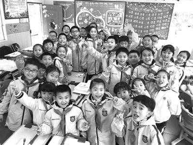"""杭州这所小学推?#23567;�House""""制 打破年级、班级界限 让全校学生一起交朋友"""