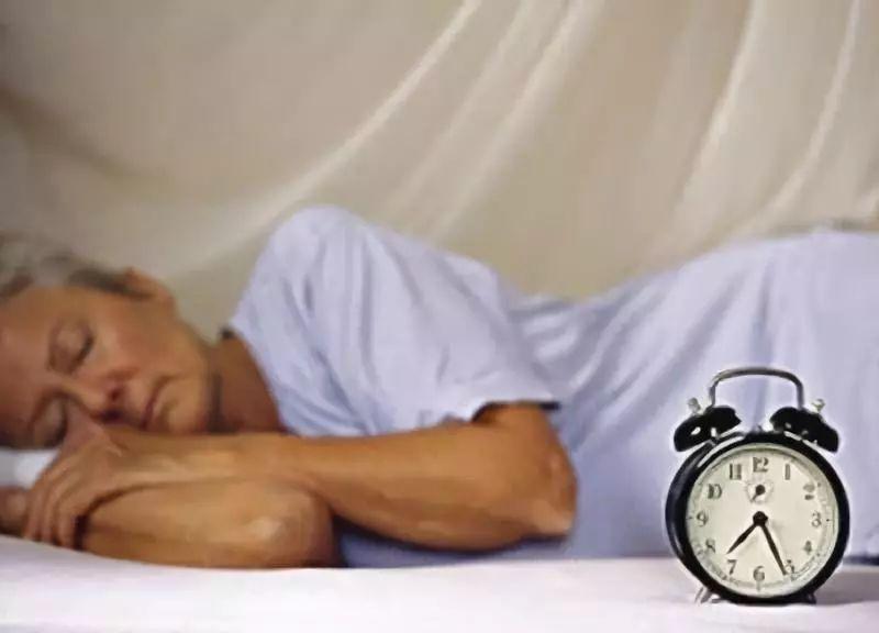 """长期失眠危害大!这几个""""祸根""""要避开,及时改善更健康"""
