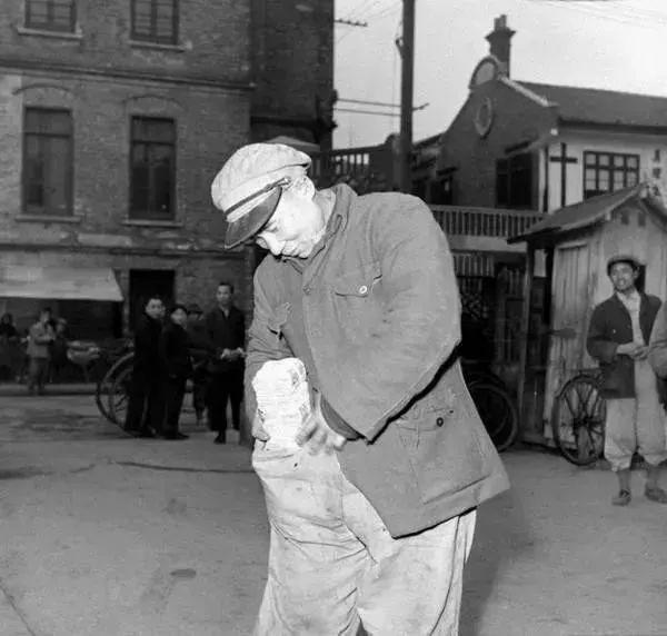 """盒马""""让物价回归1948""""脑残式文案惨被喷,自嘲式公关扳回一城"""