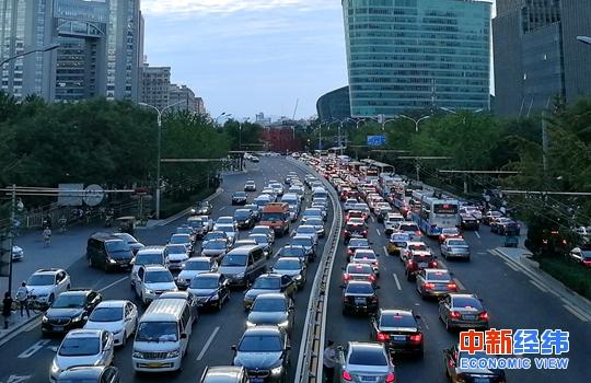 汽车销量下降因补贴减少?统计局驳斥:短暂调整期