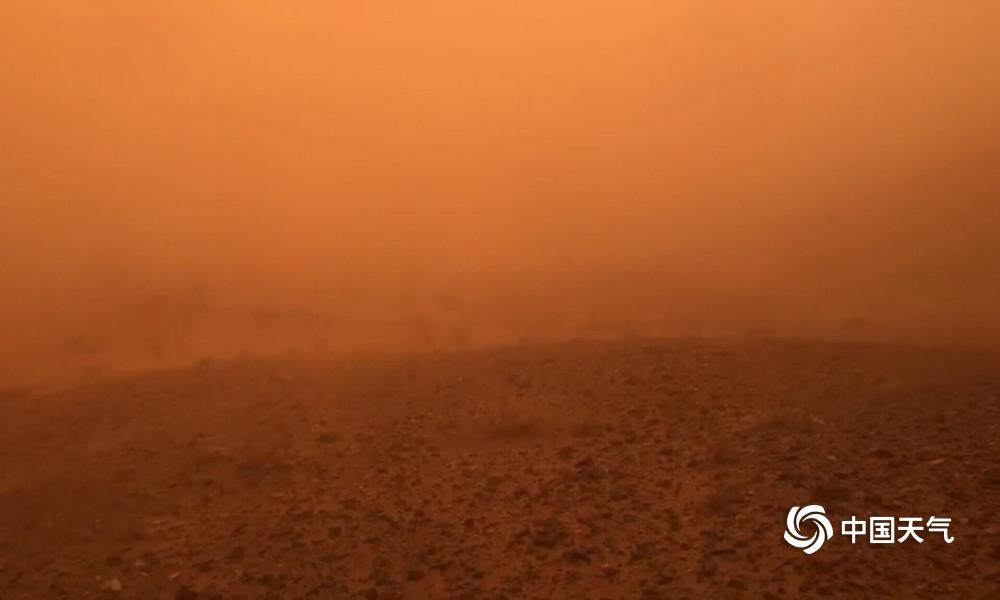 组图带你去内蒙古额济纳旗现场体验特强沙尘暴!