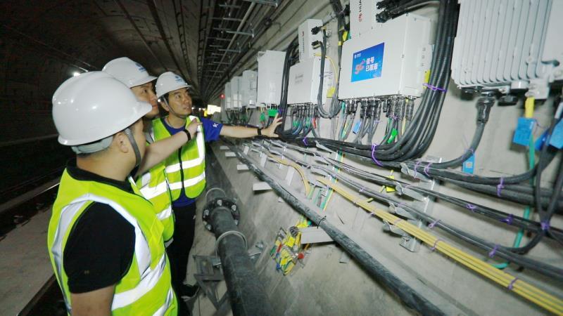 郑州地铁5号线的5G设备调试中
