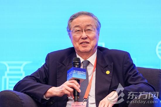 """新浪财经讯 """"2019陆家嘴论坛""""于6月13日-14日在上海召开。中国人民银行前行长周小川指出,在中国银行市场、保险市场还是资本市场中,现在外部资金和外部机构所占的比例还非常低,所以金融开放方面仍然有很大的潜力。"""