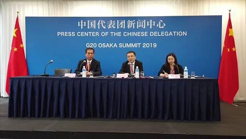 """29日下午,外交部G20特使、国际经济司司长王小龙在中国代表团新闻中心举行中外媒体吹风会。王小龙表示,特朗普在发布会上称,美方有可能会解除对华为公司的一些限制。如果美方说到做到的话,""""我们肯定是欢迎的""""。"""