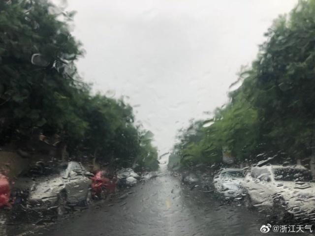 暴雨!浙江沿海今天雨未停 气温不高清凉感十足
