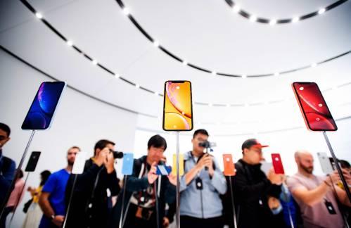 """苹果面临果粉""""叛变"""" 用户忠诚度降至2011年以来最低"""