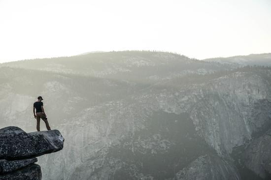 金融市场走到了悬崖边缘