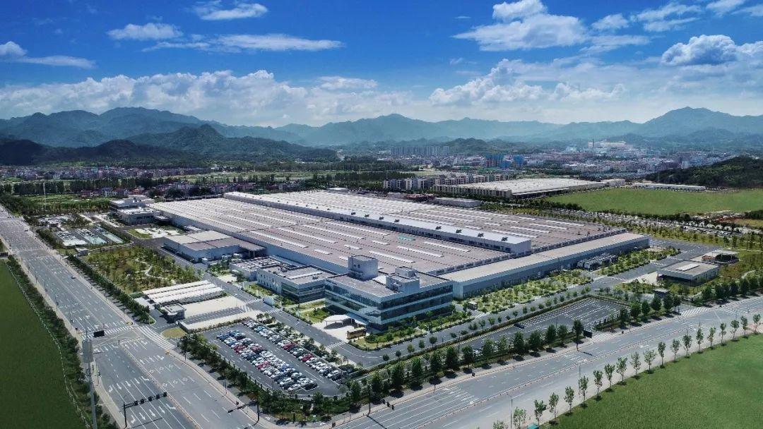 """探访全球最大动力基地 吉利""""微米工厂"""" 何以智擎未来?"""