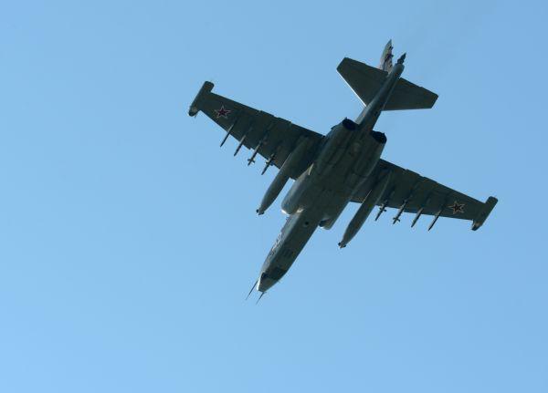 俄一架苏-25UB训练期间失事坠毁 2名飞行员生死未卜