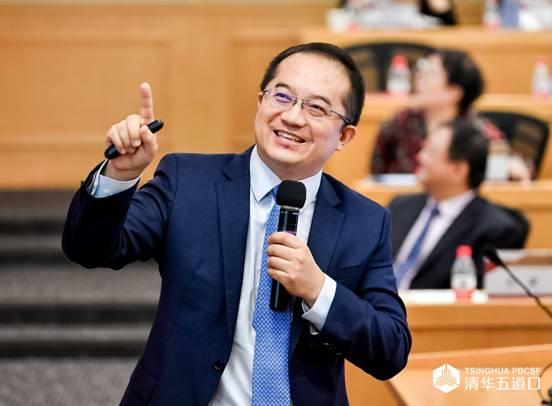 (图为慈善金融项目负责人高皓做课程介绍)