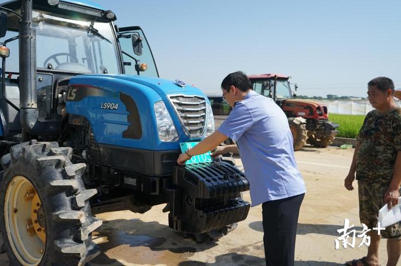 怎么配资可节约用水90%!广州白云区5021亩耕地用上植保无人机