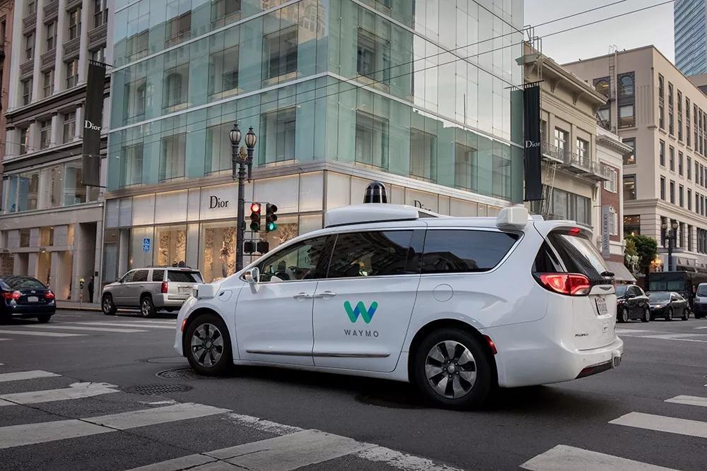 自动驾驶出租车该用哪个:燃油、电动,还是氢燃料?