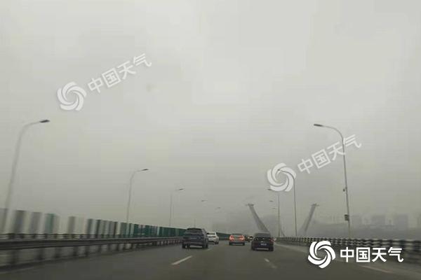 冷空气来袭!重庆各地气温普降 高海拔地区将飘雪