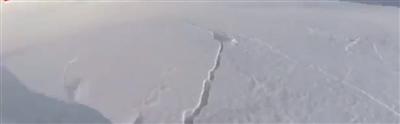 """男子滑雪""""滑赢""""了雪崩"""
