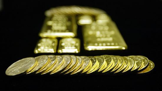 黄金市场分析师称,来着太平洋两岸的积极经济消息都有可能导致金价发生重大调整,所以影响金价的关键因素在于经济面的消息。
