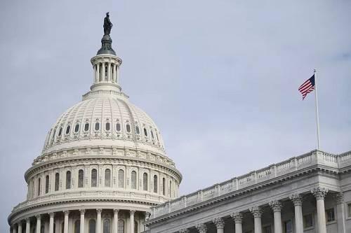 这是12月4日在美国华盛顿拍摄的国会大厦。