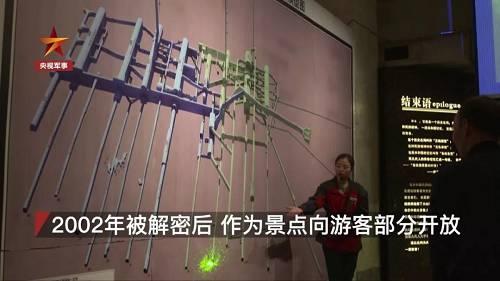 """张丽萍是""""816""""景区的讲解员,她的父亲正本是别名工程兵兵士,1970年退役被调到了""""816""""工程之后,那时还在四川老家的张丽萍就很难见到父亲,更不清新他的做事性质。"""