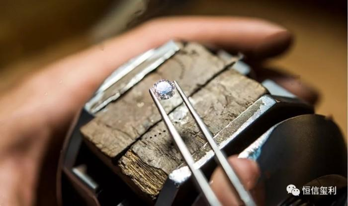 戴比尔斯:预计2020钻石价格稳定增长,利好恒信玺利等头部企业