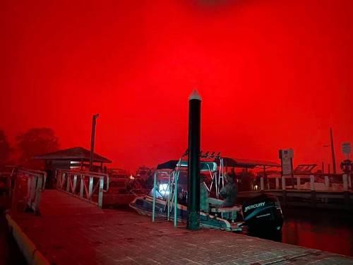 山火围城,澳大利亚4000人随时准备跳海逃生!