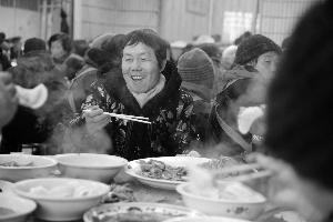 社区办饺子宴,500多老人提前过除夕