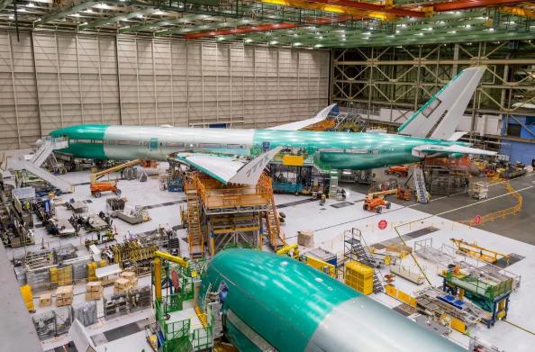 通过美国参议院的调查,已经公布了大量的邮件,描述了在最大限度开发和资格审查过程中出现的问题。这些电子邮件还突显出波音员工对777X的担忧——可能容易受到技术问题的影响。