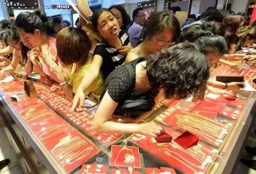 从囤年货看出中国大妈的理财观