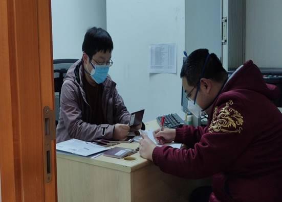 (上圖:緊急聯系EMS,中信銀行重慶分行清收護照)