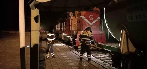 金沙岗站是佳木斯车务段管内福前面上的一个四等幼站。1月24日至27日4天时间内,65车4360吨医用酒精从这边发出,运去抗击疫情前面。