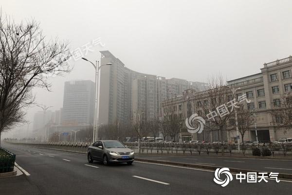河北再遇大雾天气交通受阻 未来三天北部多降雪