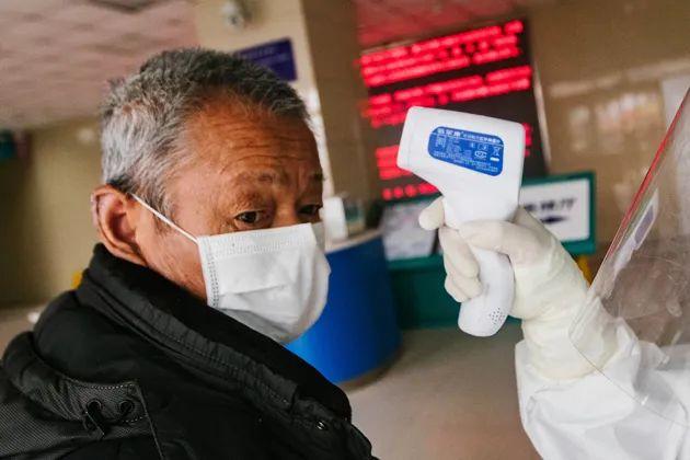 钟南山团队最新论文:病物化率矮于报道程度,近折半就诊患者无发热症状