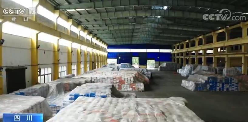 四川自贡市某制盐公司重要生产食用盐和工业盐,复工后,公司按照现象变化,将原定2021年投入的技术改造项现在挑前实走,升级改造全主动包装机和装载机,升迁仓储能力,大大升迁了生产效果。