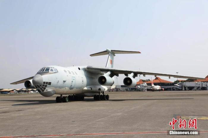 印尼新冠肺炎确诊近1.5万例 中国军机运送捐赠物资抵达